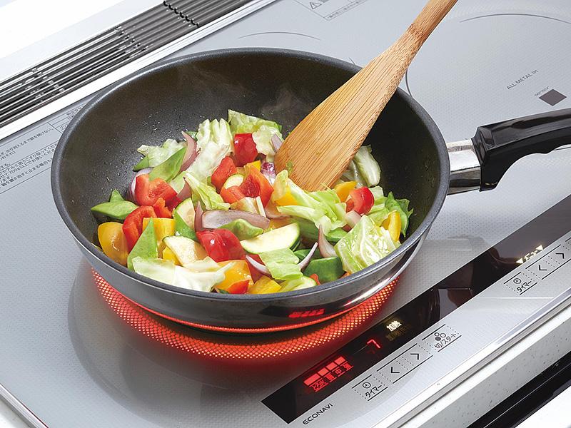大火力で本格料理。快適なキッチンはIHから